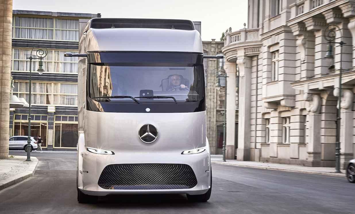 Daimler throws shade at Tesla e-trucks plan as rivalry heats up