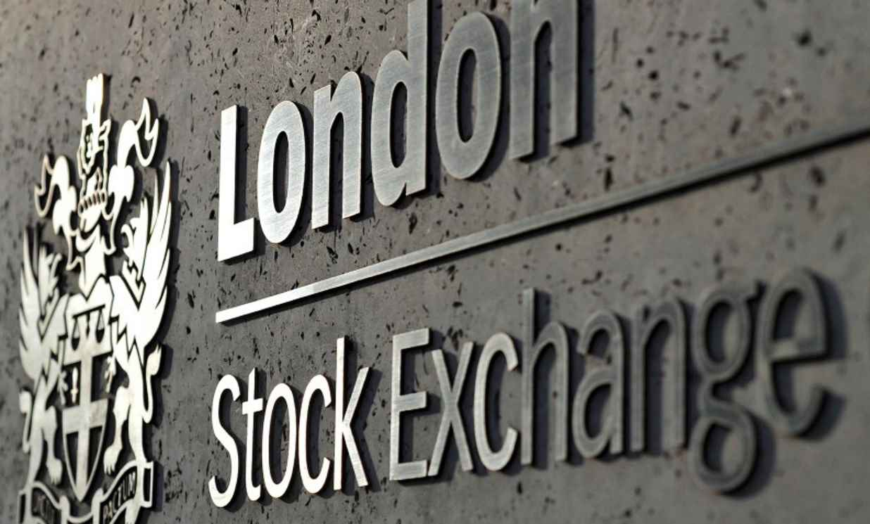 Wall Street sell-off pushes FTSE 100 into correction