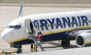 Ryanair to tell 400,000 passengers of cancelled flights after 'mess-up'